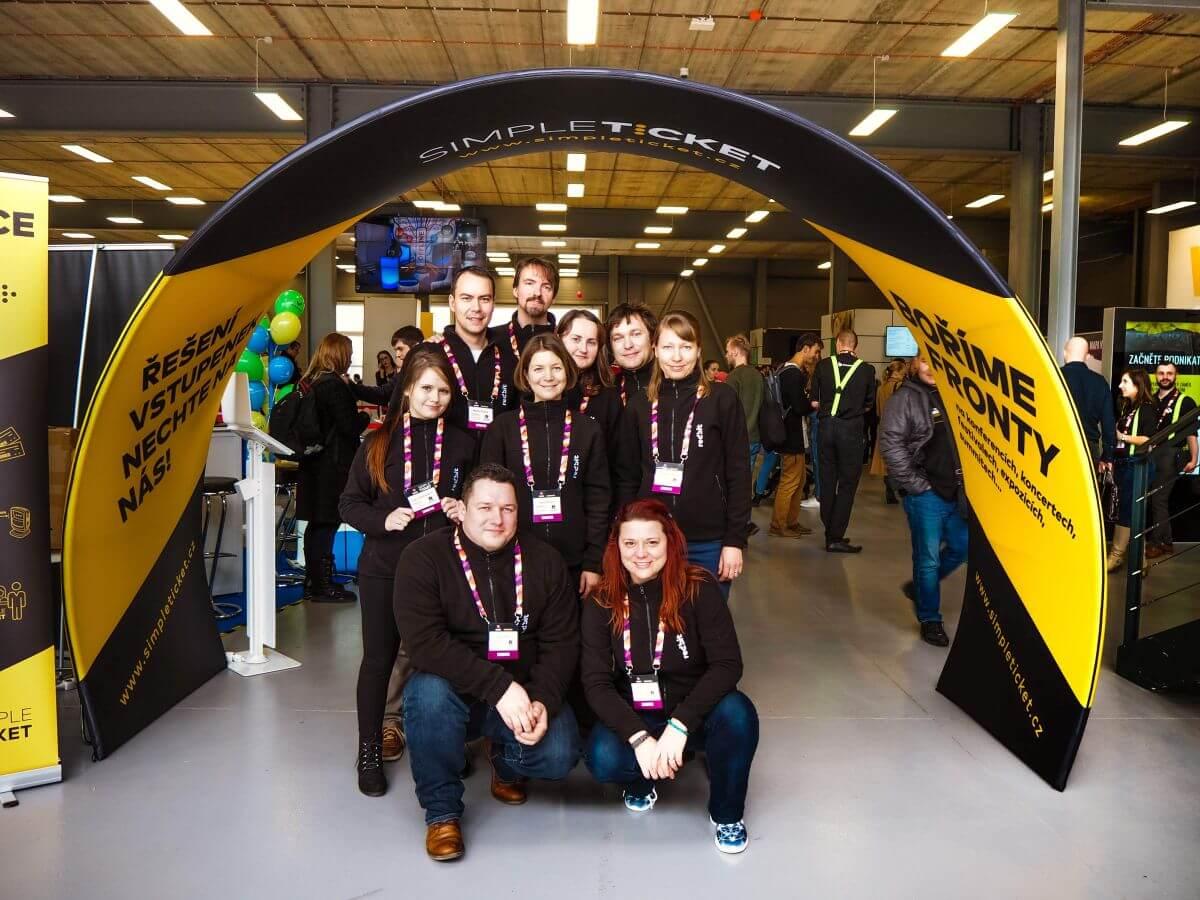 Reshoper 2019: Boření front na registraci i stánku