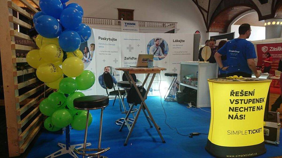 Zářící SimpeTicket stánek na Czech Online Expo 2019