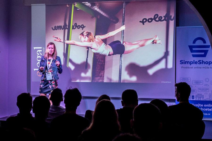 Petra Dolejšová na kolínském barcampu 2019